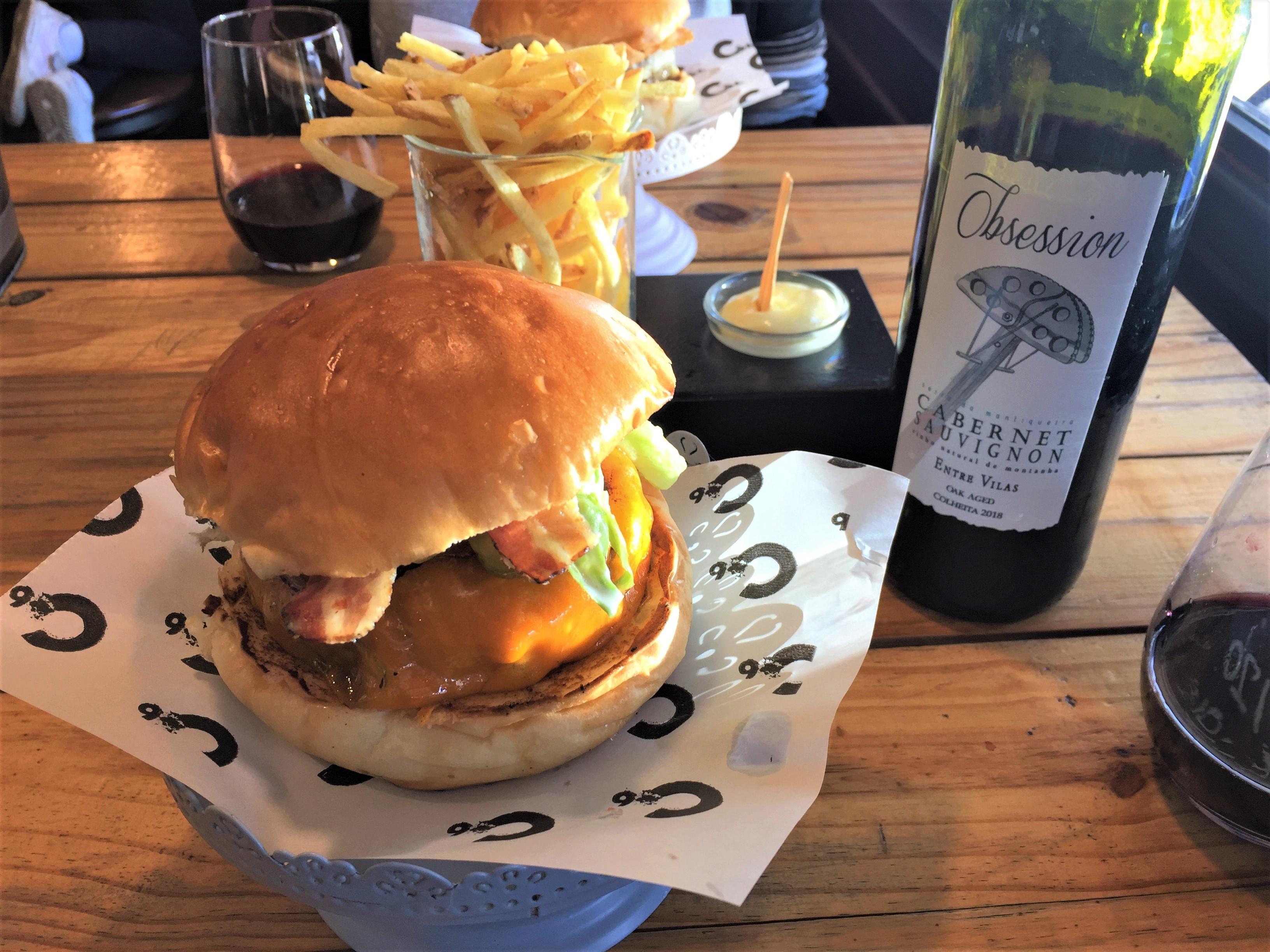 Harmonização vinho tinto natural hamburguer