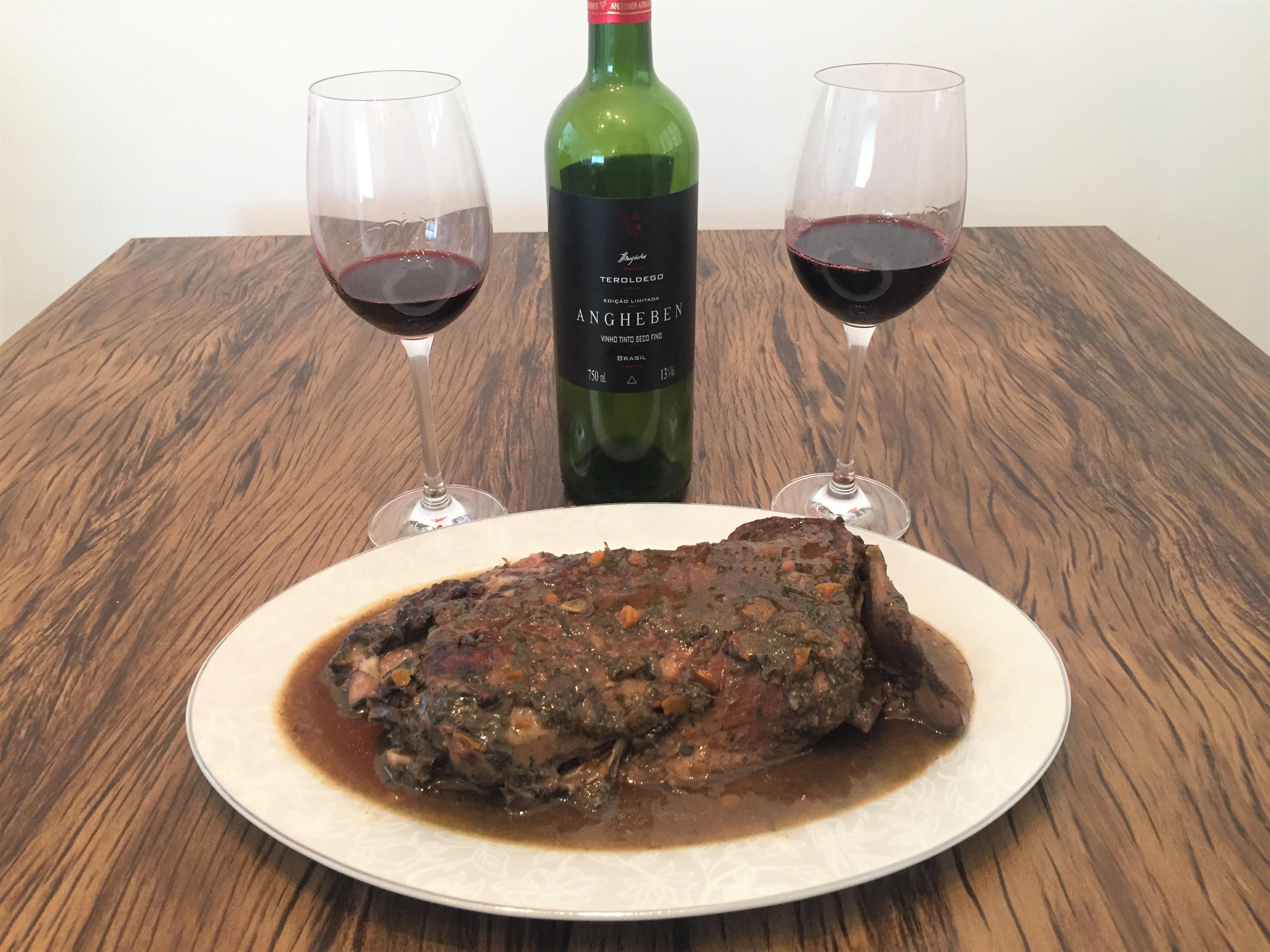 Harmonização vinho tinto cordeiro