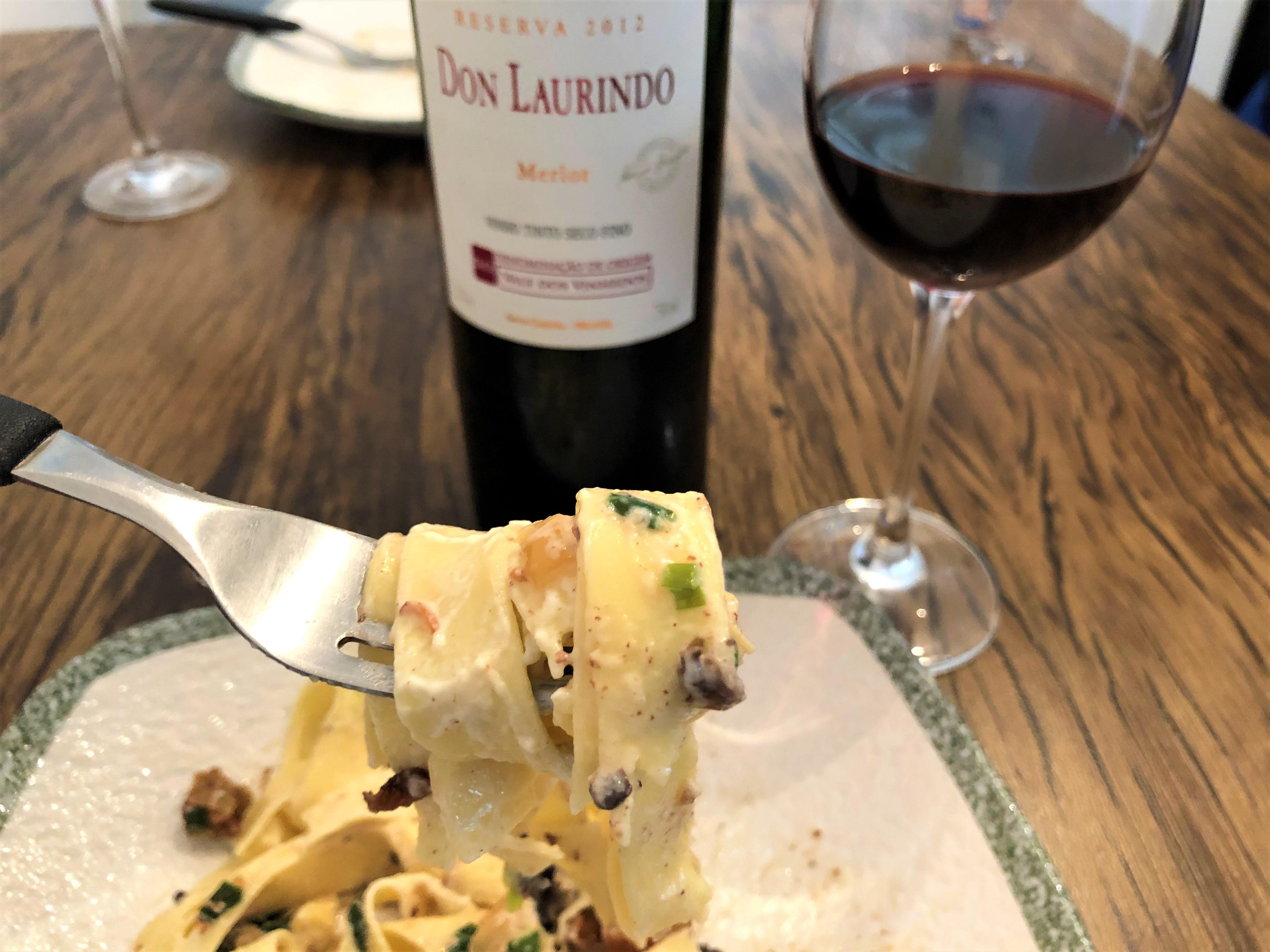 Harmonização massa com molho de queijo vinho tinto
