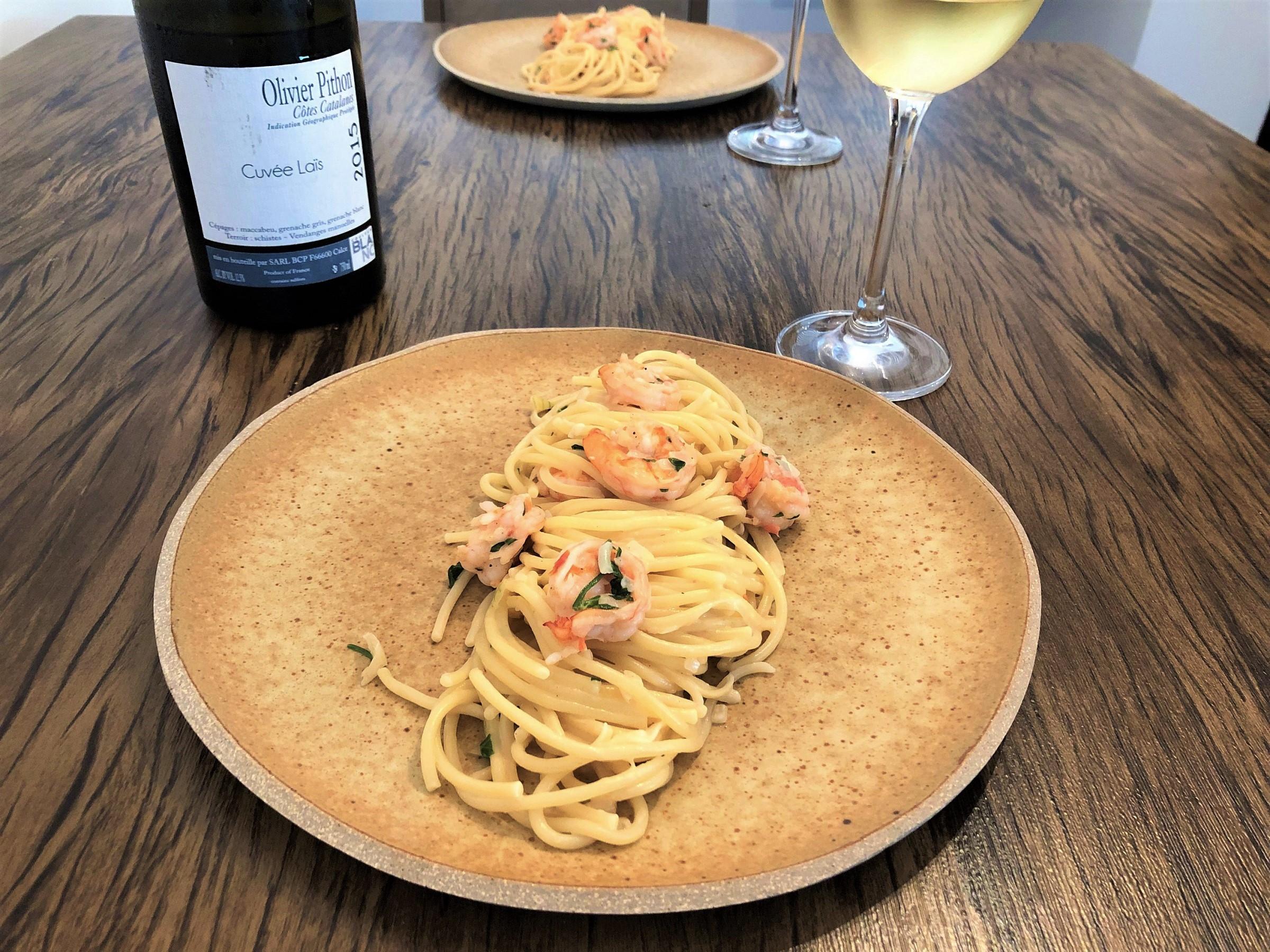 Vinho branco massa com frutos do mar