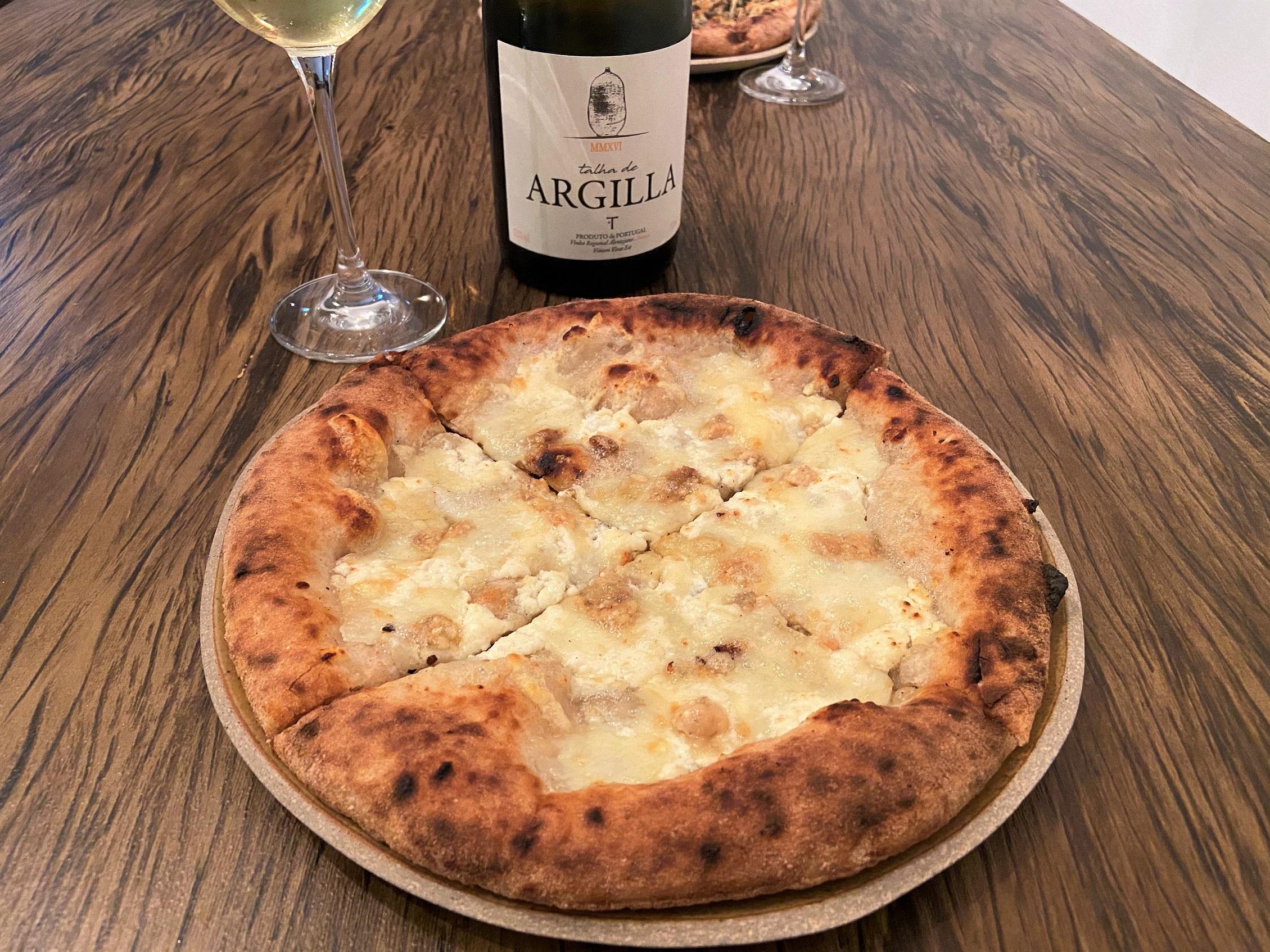 Harmonização pizza e vinho branco português